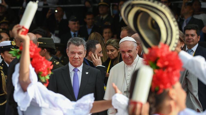 Papa Francisco com o Presidente da Colômbia, Juan Manuel Santos. Foto: Alessandro di Meo/EPA