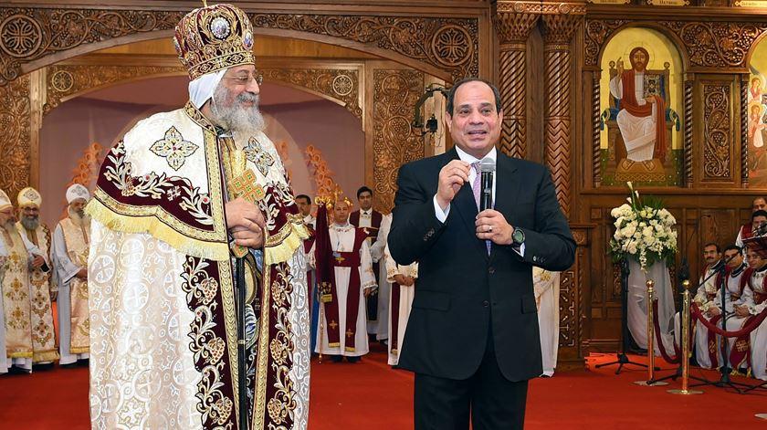 Papa Tawadros com o presidente al-Sisi, no Egipto. Foto: Presidência Egípcia