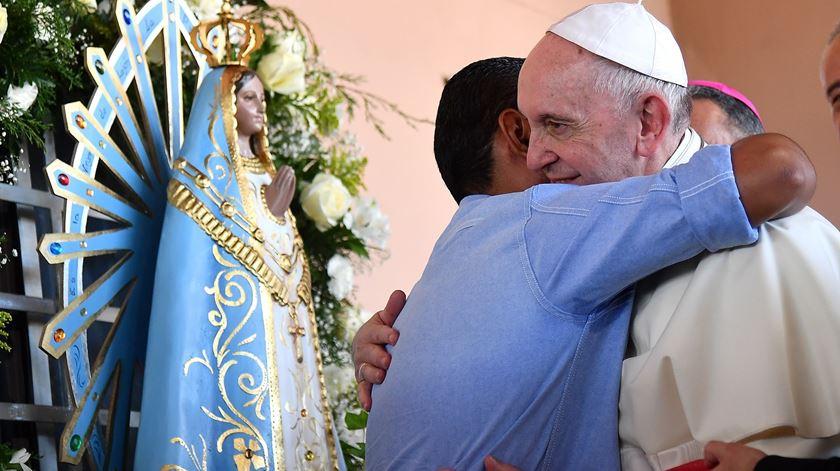 O Papa de visita a um lar de jovens no Panamá. Foto: Ettore Ferrari/EPA
