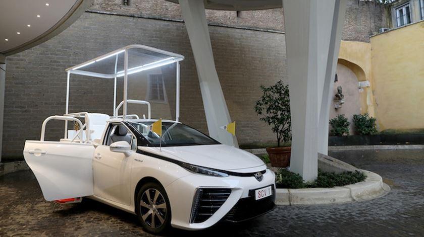 O novo Papamóvel de Francisco, movido a hidrogénio e oferecido pela Toyota. Foto: Toyota