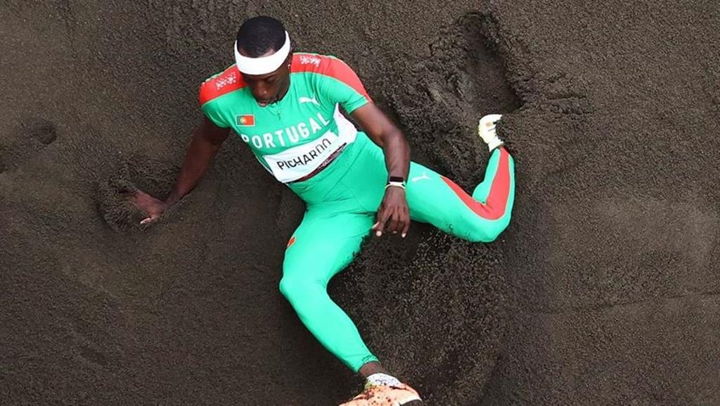 Pedro Pichardo qualifica-se para a final do triplo salto com 17.71 metros. Foto: Reuters