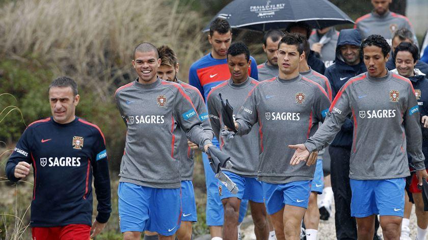 Bruno Alves foi companheiro de vários jogadores que ainda estão na seleção. Foto: José Manuel Ribeiro/Reuters