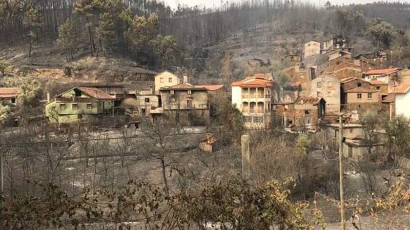Casas e empresas destruídas pelos incêndios vão continuar a pagar IMI. Foto: Marta Ramos