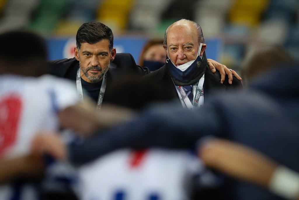 Pinto da Costa acredita que Sérgio Conceição renovará. Foto: José Coelho/Lusa