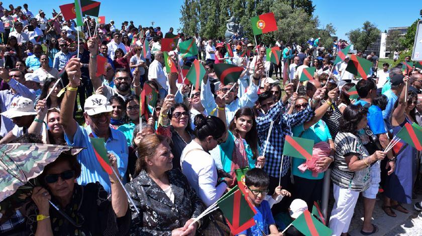 Membors da comunidade ismaelita saúdam o Aga Khan na chegada a Lisboa. Foto: Vazir Karsan/AKDN