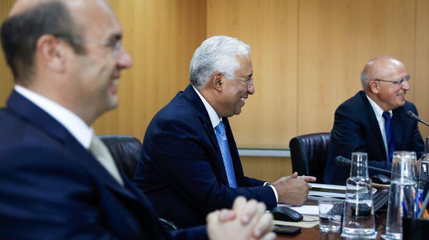 Pedro Siza Vieira e Augusto Santos Silva, da ala mais moderada do PS, são agora ministros de Estado. Foto: Rodrigo Antunes/Lusa