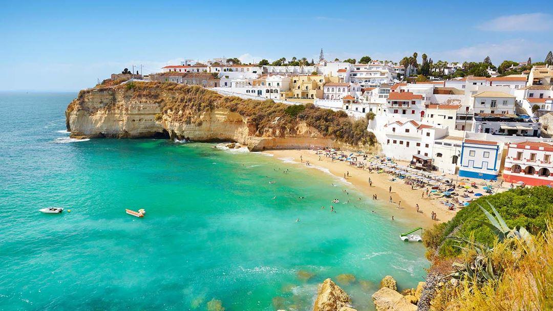 O Algarve vale 40% das dormidas dos britânicos em Portugal.