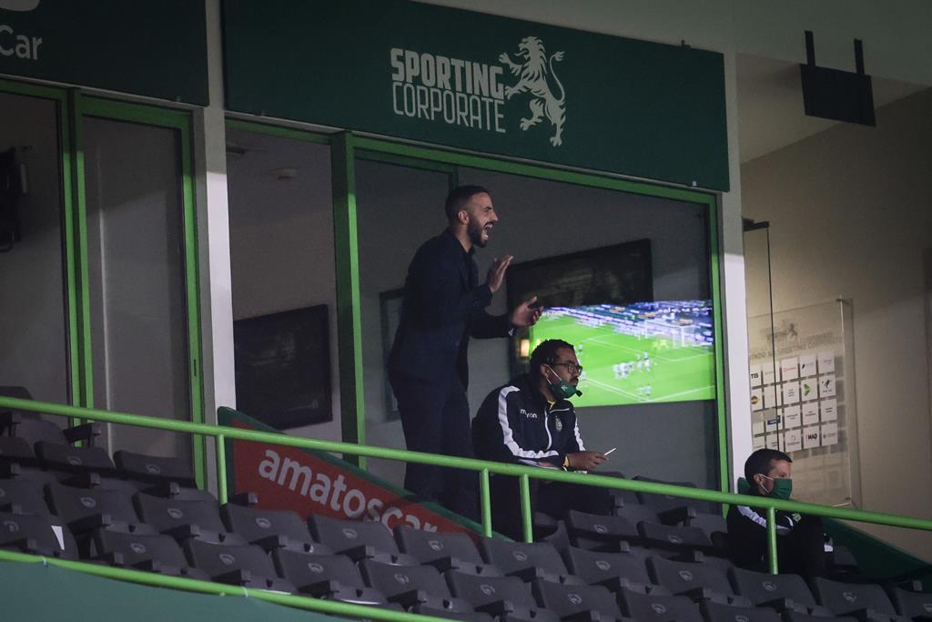 Rúben Amorim voltou a ver o jogo desde a bancada. Foto: José Sena Goulão/Lusa