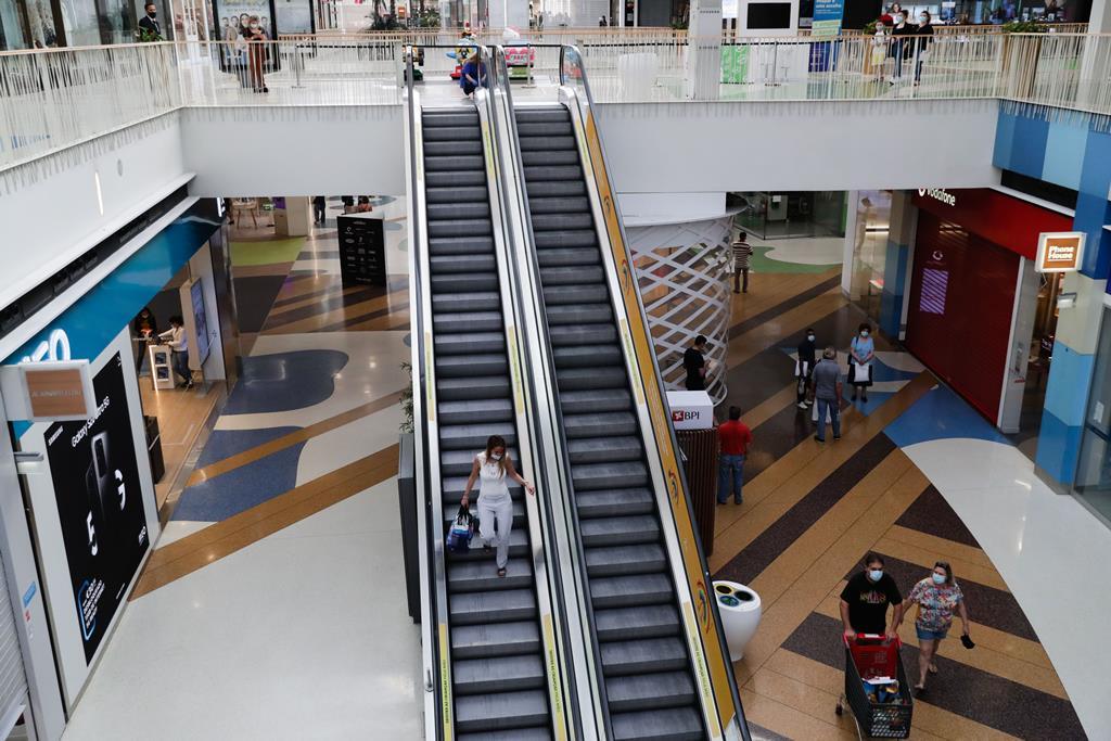 Reabertura, dos centros comerciais prevista para 19 de Abril. Tiago Petinga/Lusa