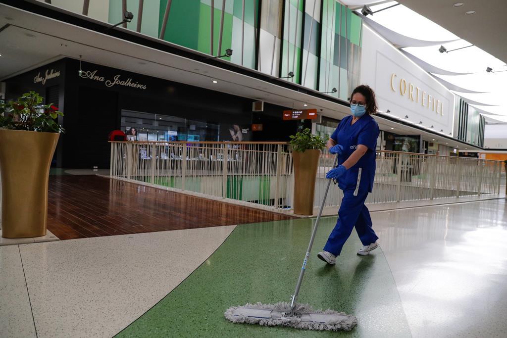 Empregada de limpeza Foto: Tiago Petinga/Lusa