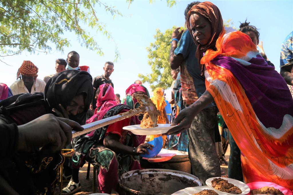 Refugiados da região do Tigray na Etiópia em campo no Sudão. Foto: Leni Kinzli/Programa Alimentar Mundial