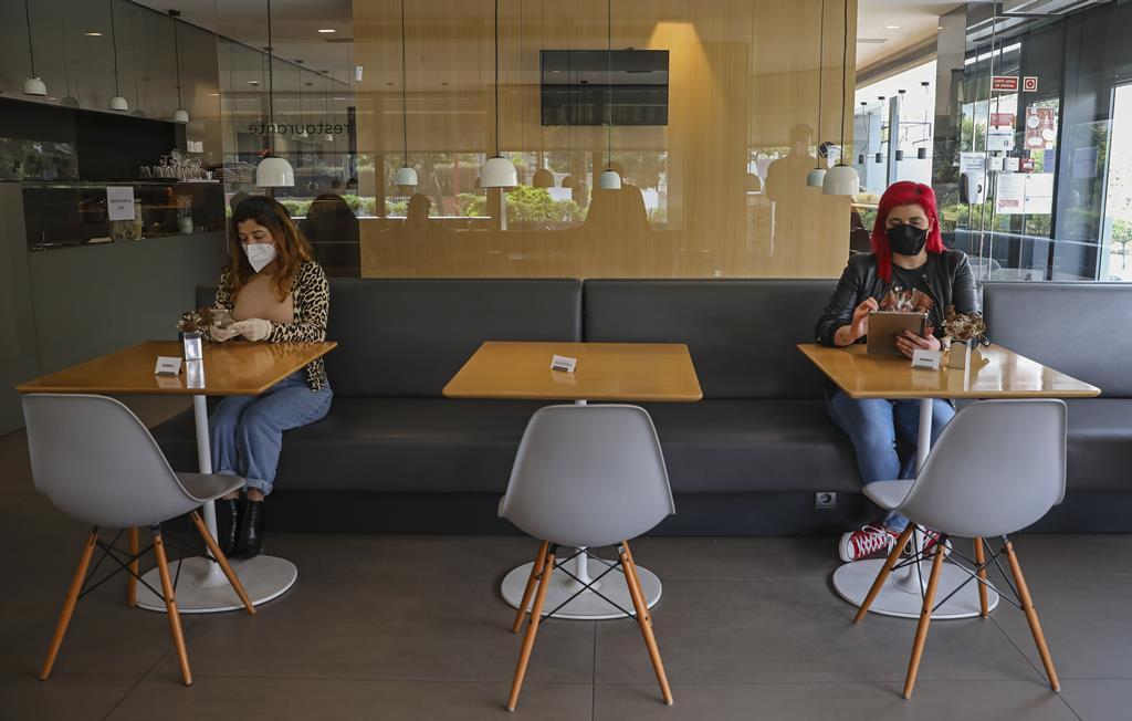 Novo confinamento geral pode ser a machadada final em muitos negócios e empregos. Foto: Lusa