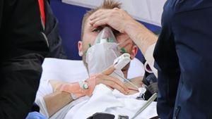 Jogador dinamarquês cai inanimado, mas recupera consciência antes de ser transportado ao hospital