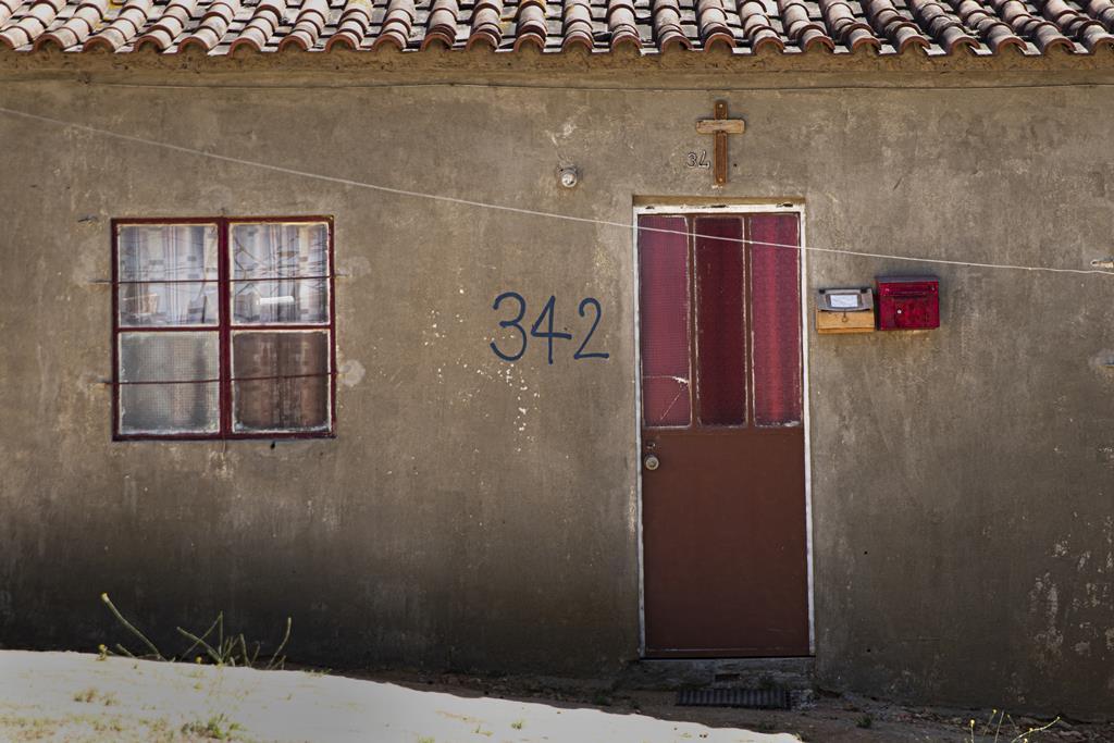 As casas e barracas, apesar de ilegais, estão numeradas.