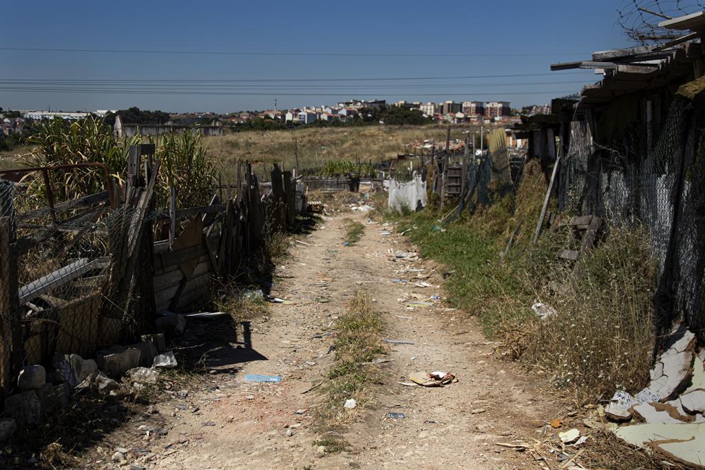 O bairro foi erguido por homens, sobretudo cabo-verdianos, que vieram para Lisboa trabalhar nas obras.