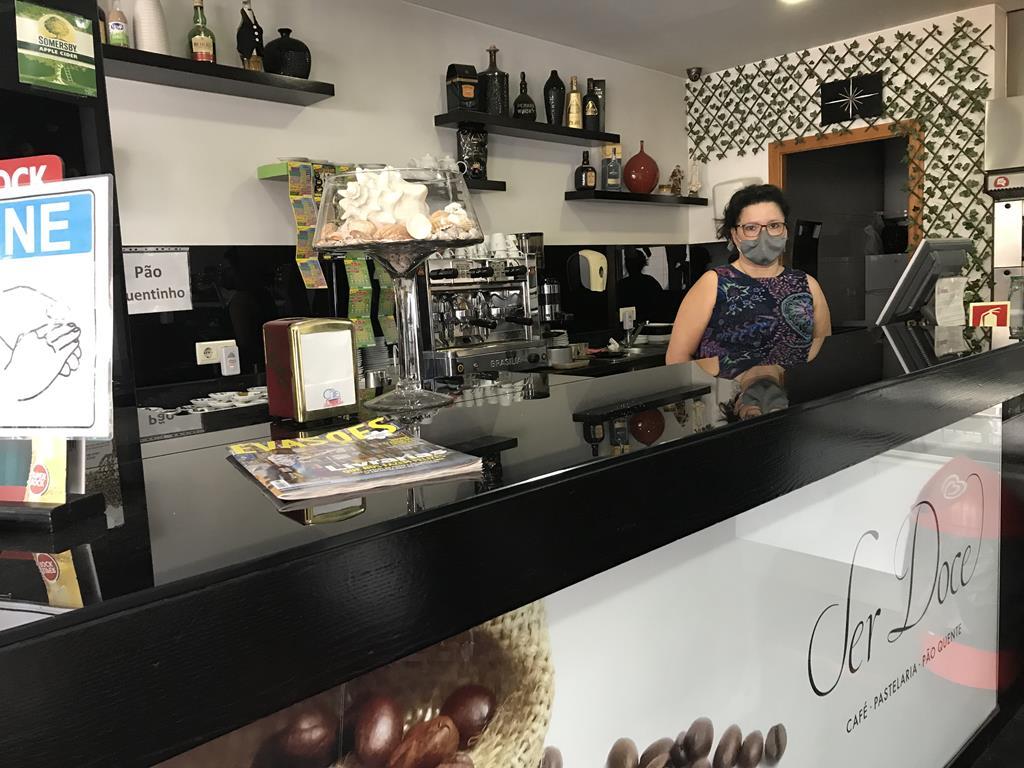 """Salete Ferreira, proprietária de um café, teme nova """"pancada"""" no negócio depois da pandemia. Foto: Isabel Pacheco/RR"""