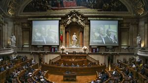 Parlamento recorda Sampaio na presença de família e amigos