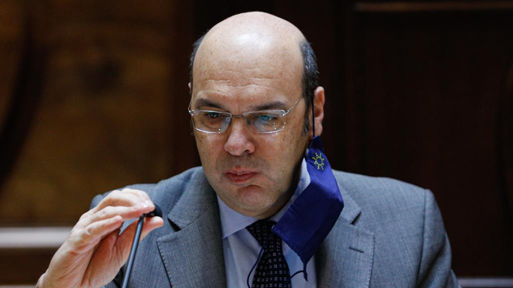 Pedro Siza Vieira anuncia prolongamento da retoma progressiva. Foto: António Cotrim/Lusa