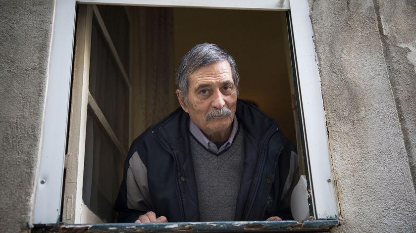 António não quer sair de Alfama: Alfama é a sua casa. Foto: Inês Rocha/RR