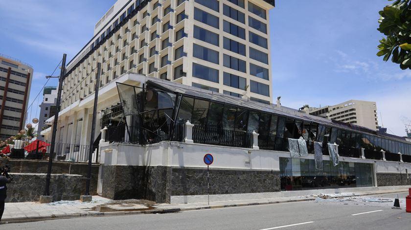 Hotel Kingsbury, um dos atingidos. Foto: M. A. Pushpa Kumara/EPA