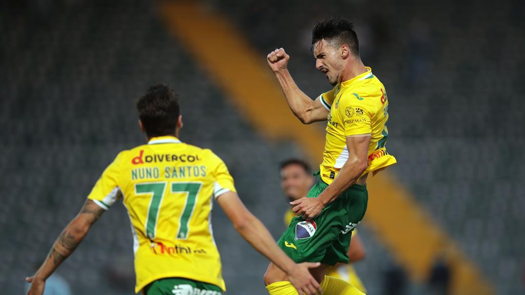 Eustáquio celebra o terceiro dos quatro golos apontados pelo Paços de Ferreira frente ao Larne. Foto: Estela Silva/Lusa