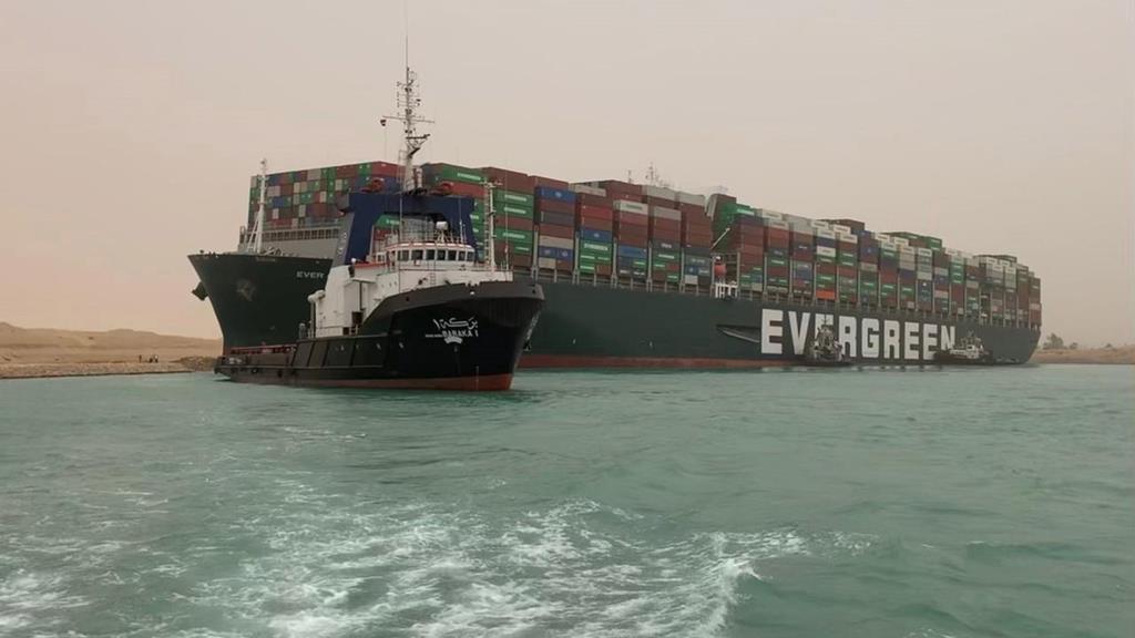 Navio encalhado é dos maiores porta-contentores do mundo. Foto: Media Suez Canal Head Office/EPA