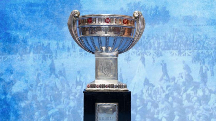 A taça de campeão de 1946. Foto: CF Os Belenenses