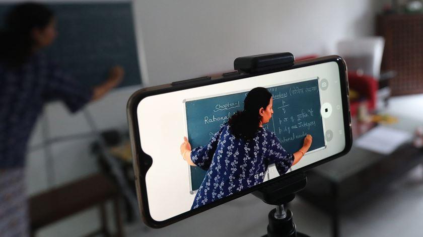 Terceiro período acontece com aulas à distância Foto: EPA