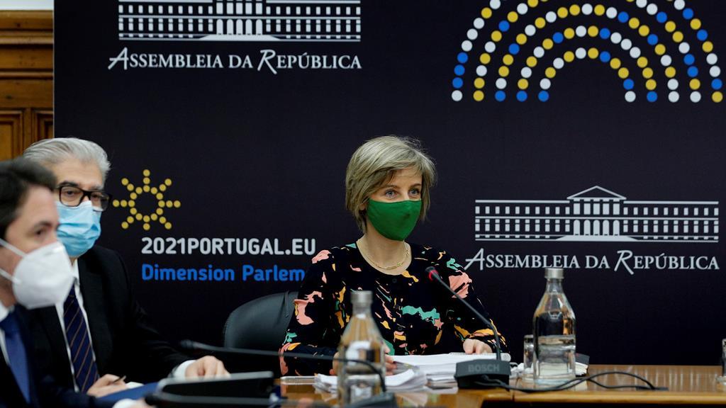 Marta Temido e Lacerda Sales na comissão parlamentar de Saúde. Foto: António Cotrim/Lusa