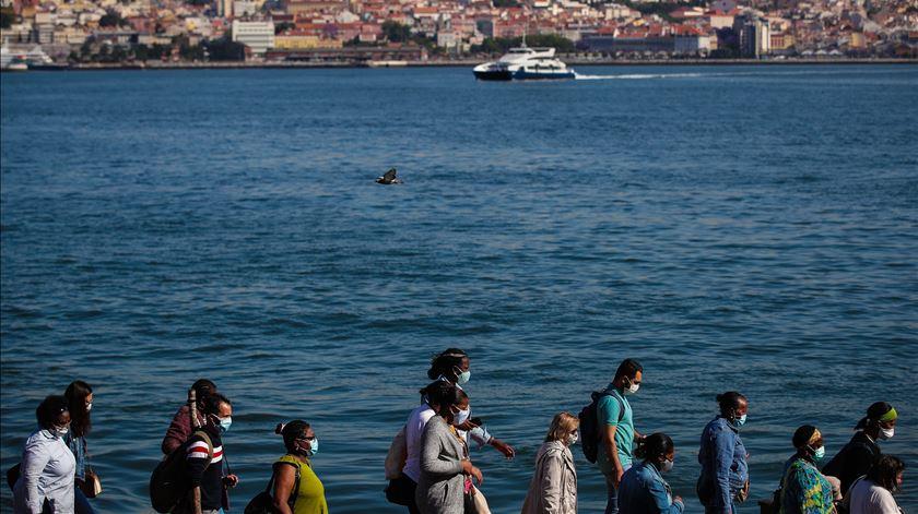 Melhorar os transportes e as ligações a Lisboa são desejos comuns dos candidatos a Almada. Foto: Mário Cruz/Lusa. Clique na sete para conhecer os candidatos à Câmara de Almada