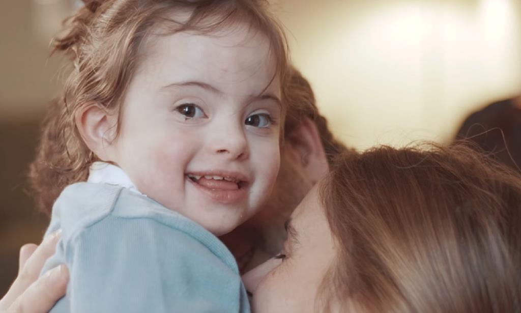 """Mulheres no Ohio não podem abortar por causa da Trissomia 21. Foto: Frame do vídeo """"O mundo é melhor contigo"""", da associação Pais 21"""