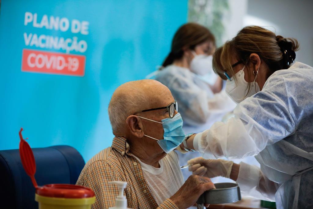 Vacinação de idosos e outros prioritários começa quinta-feira no Norte. Foto: Paulo Cunha/Lusa