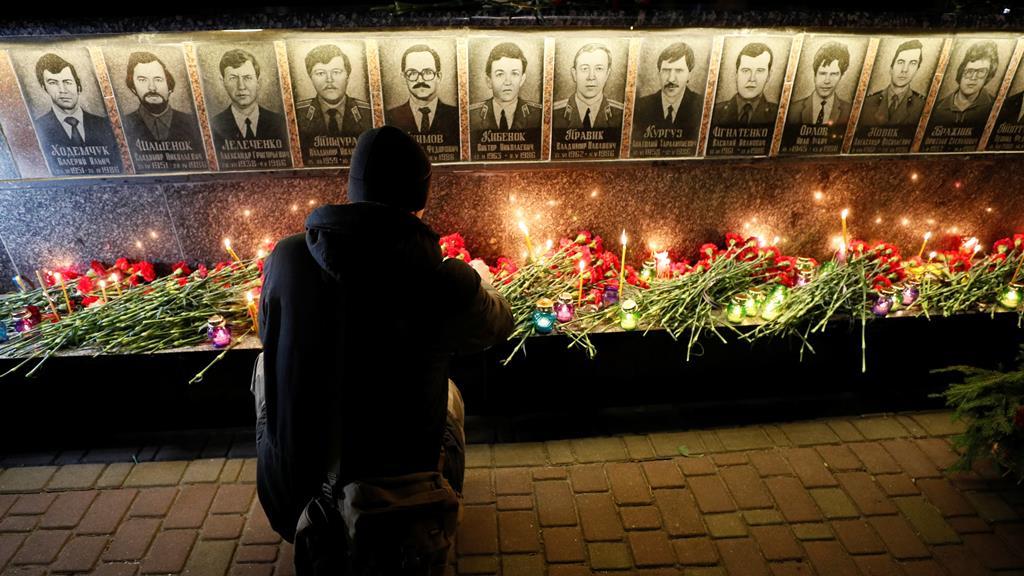 Homenagem em Slavutych, na Ucrânia. Foto: Valentyn Ogirenko/Reuters