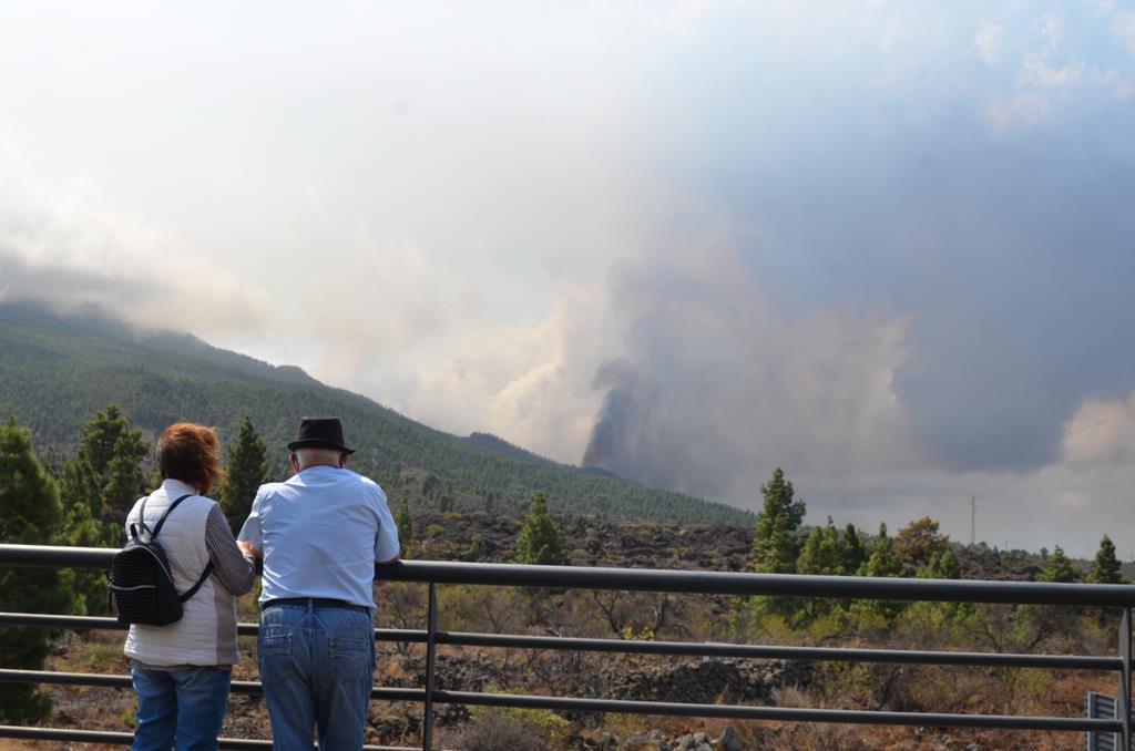 Vulcão nas Canárias entrou em erupção no domingo. Foto: Miguel Calero/EPA