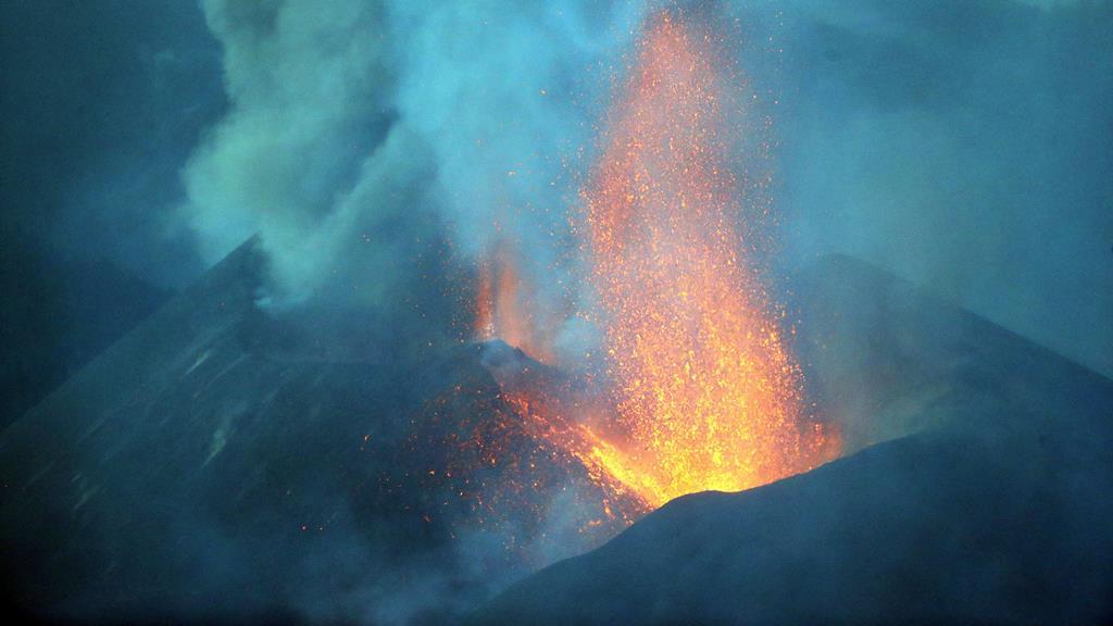 IPMA acompanha evolução de dióxido de enxofre lançado pelo vulcão. Foto: Elvira Urquijo A.