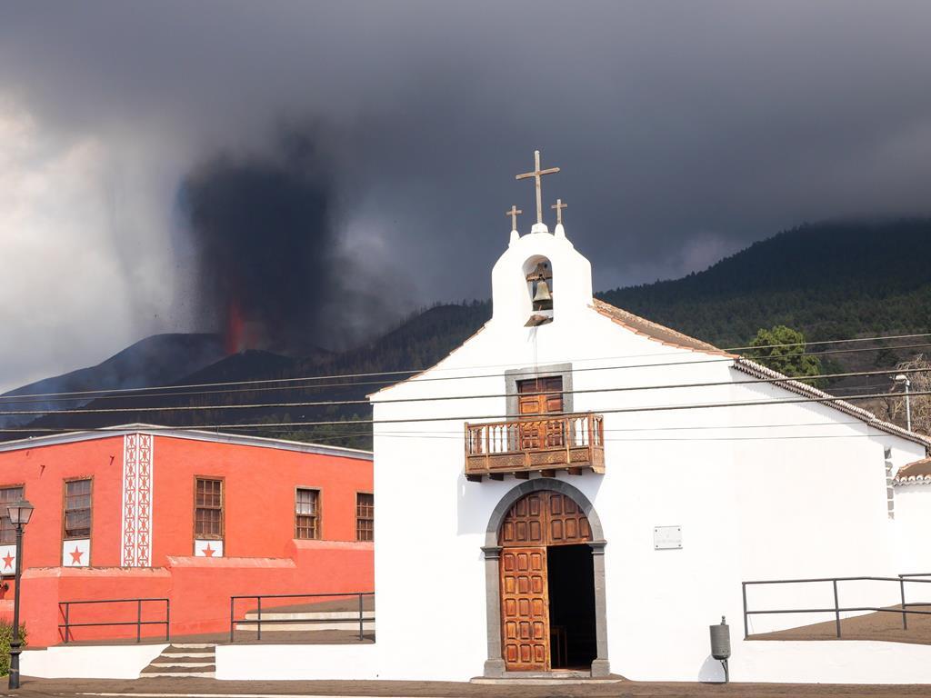 Erupção do vulcão obrigou à retirada de objetos da igreja de San Nicolas de Bari. Foto: Governo Regional das Canárias