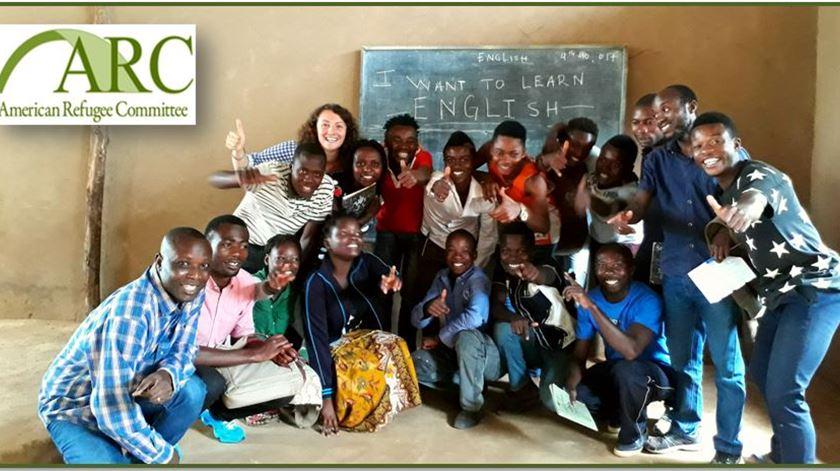 Maria e alunos do Wisdom Learning Centre. Foto: Facebook Maria Turda
